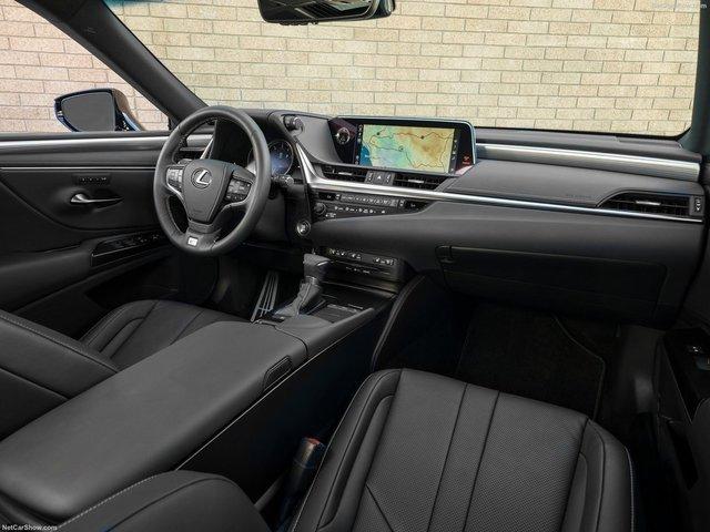 Lexus-ES-2019-1600-24.jpg