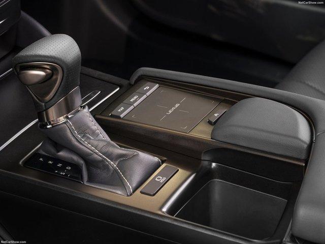 Lexus-ES-2019-1600-27.jpg