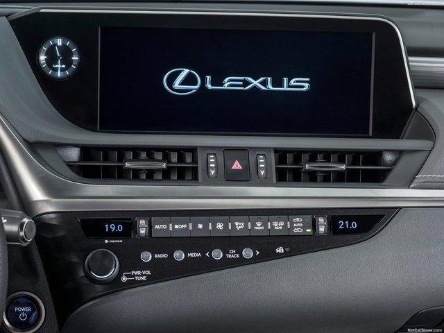 Lexus-ES-2019-1600-33.jpg