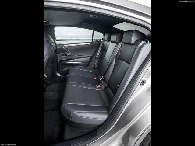 Lexus-ES-2019-1600-48.jpg