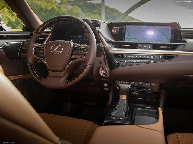 Lexus-ES-2019-1600-6f.jpg