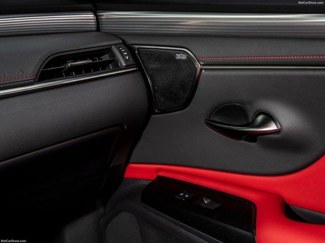Lexus-ES-2019-1600-b8.jpg