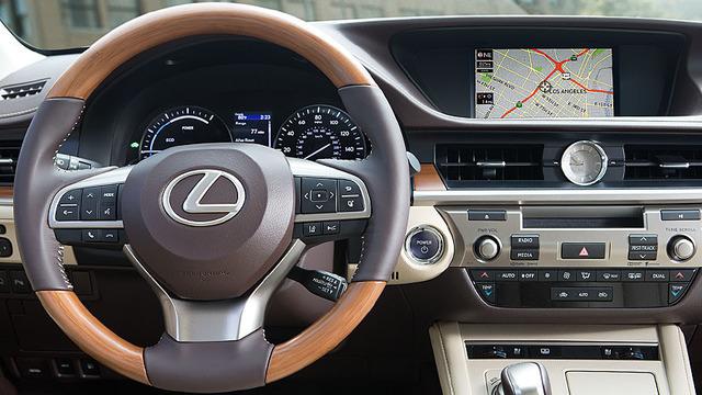 Lexus-ES-premium-package-hero-846x477-LEX-ESH-MY17-0007.jpg
