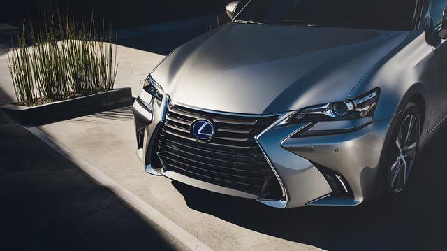 Lexus-GS-hybrid-shown-in-atomic-silver-gallery-overlay-1204x677-LEX-GSH-MY16-0097.jpg