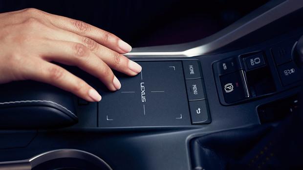 Lexus-NX-300-Standard-Remote-Touchpad-Gallery-overlay-1204x677-LEX-NXG-MY18-0037-01.jpg