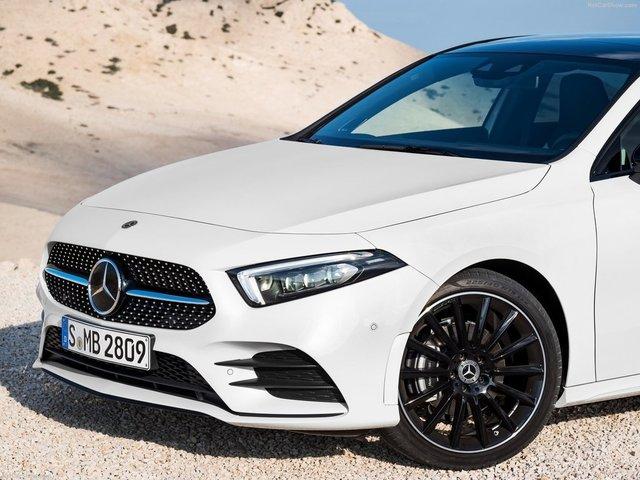 Mercedes-Benz-A-Class-2019-1600-47.jpg