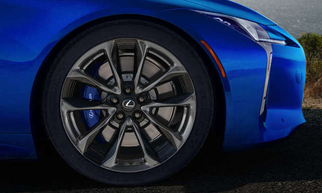 20-01-12-lexus-lc-convertible-auction-wheels.jpg