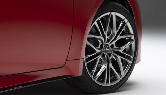 2021-02-21-lexus-is-500-wheels.jpg