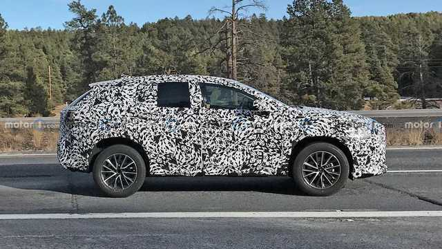 2022-lexus-nx-side-spy-photo-2.jpg