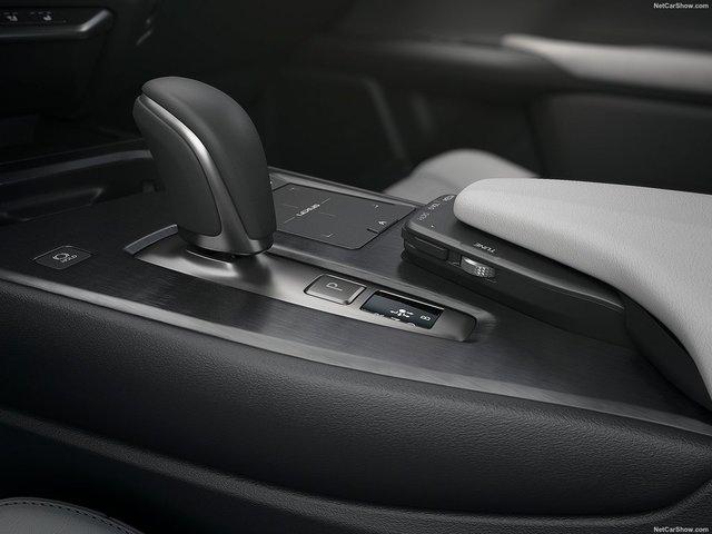 Lexus-UX_300e-2021-1600-16.jpg