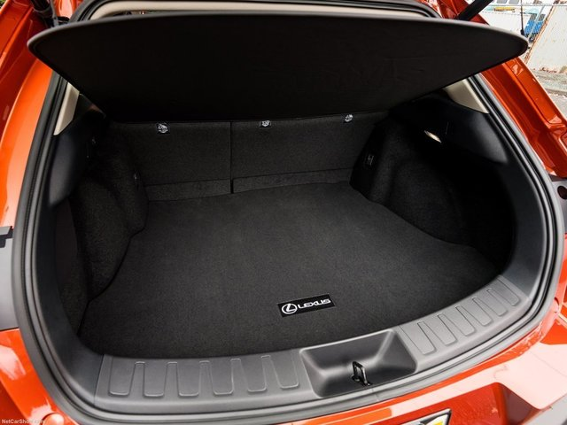Lexus-UX_US-Version-2019-1600-6f.jpg